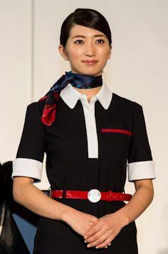 世界中のキャビンアテンダント☆ケイタマルヤマがデザインしたJALの制服
