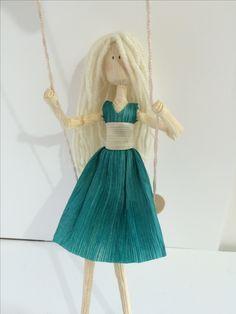 Corn husk doll, blonde