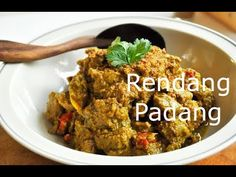 Rendang Padang is an Indonesian beef and liver curry dish. After 'CNNGo' readers voted 'rendang' as the most delicious food in the world, it is time to show . Beef Curry, Curry Dishes, Padang, Red Chili, Coconut Cream, Food Videos, Great Recipes, Roast, Yummy Food