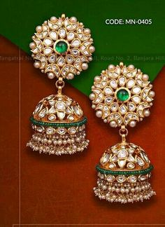 Gold Jhumka Earrings, Indian Jewelry Earrings, Indian Jewelry Sets, Fancy Jewellery, Jewelry Design Earrings, Indian Wedding Jewelry, Gold Earrings Designs, Bridal Jewelry Sets, Beaded Jewelry