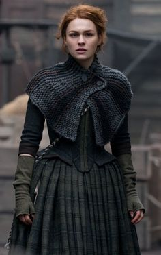 Warning: spoilers for Outlander season four, below. It's no secret that the Outlander show writers have had a formidable task in adapting Diana Gabaldon's Gilet Crochet, Knitted Shawls, Crochet Shawl, Knit Crochet, Capelet Knitting Pattern, Easy Crochet, Free Crochet, Costumes Outlander, Outlander Clothing