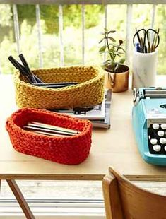 A fun hobby like finger knitting is a great way to spend time being productive. Here are a variety of easy finger knit projects you can easily make at home.