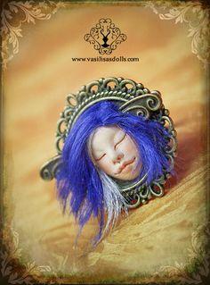 Nueva colección de Joyería de Vasilisa's Dolls ! Anillo con cara de hadita sonriente, con pelito y todo! ^^ * Vasilisa's Dolls New Jewelry Collection! Faery tiny face on a vintage ring, she has english viscose hair! ^^