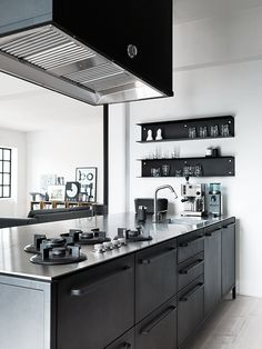 Kitchen inspiration: minimal black/grey kitchen.