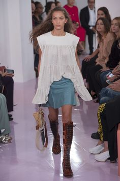 Chloé Spring 2018 Ready-to-Wear Fashion Show - Laiqah Omar