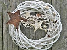 vánoční hvězda Proutěný věnec o průměru cca 25 cm, zdobený dekorací, březovými…