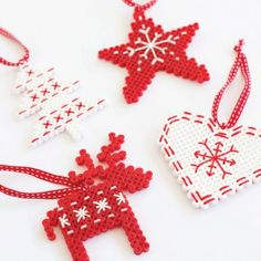 These easy Hama/Perler bead red and white Christmas tree decoration. This is a good idea.