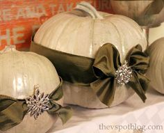 love the bows on the pumpkins with the broaches in the middle.  awesome.