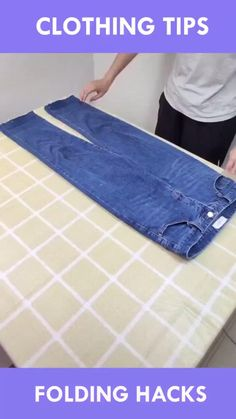 Amazing Life Hacks, Simple Life Hacks, Useful Life Hacks, Diy Crafts Hacks, Diy Home Crafts, How To Fold Jeans, How To Fold Sweaters, Diy Kleidung Upcycling, Folding Jeans