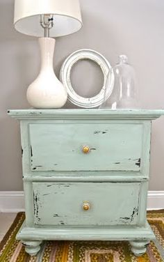 i love anything and everything distressed. i especially love the color on this nightstand.