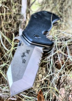 the lethal edge,emerson knives,emerson bulldog,knife porn,combat knives,combat knife,spanish moss,tanto blade knife,