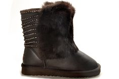 UGG 5825 Coffee Waterproof Classic Short Metallic Diamond Boots  $128.62    Product Name: UGG 5825 Coffee Waterproof Classic Short Metallic Diamond Boots    Product Code: UGG 5825    Color: Coffee    The womens Classic Short is one of UGG® Australia's most iconic silhouettes. Featuring genuine Twinface sheepskin and our signature UGG® woven label. All boots in our Classic Collection feature a soft foam insole covered with genuine sheepskin and have a light and flexible molded EVA outsole…
