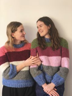 Ganni sweater - pattern hack in Danish Easy Sweater Knitting Patterns, Hand Knitted Sweaters, Mohair Sweater, Knit Patterns, Rainbow Sweater, Big Knits, Angora, Color Block Sweater, Striped Knit