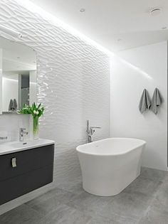 Une salle de bains moderne blanche avec mur en relief | décoration, salle de bain, bathroom. Plus d'idées sur http://www.bocadolobo.com/en/products/mirrors.php