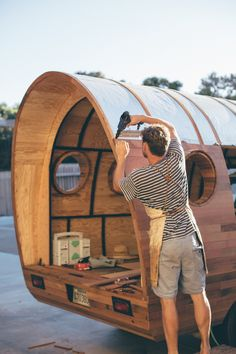 The Photographer Trailed Artist Jay Nelson as He Built a One-of-a-Kind Workshop for Patagonia Gypsy Trailer, Teardrop Camper Trailer, Gypsy Caravan, Gypsy Wagon, Camper Trailers, Truck Bed Camper, Pickup Camper, Diy Camper, Petit Camping Car