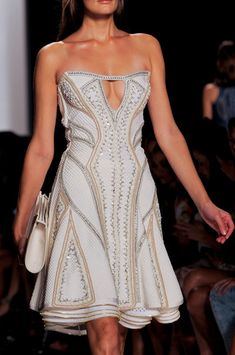 I so dream of going to fashion week one year! - Hervé Léger by Max Azria at New York Fashion Week Spring 2014 - StyleBistro Fashion Week, Cute Fashion, New York Fashion, Runway Fashion, High Fashion, Fashion Spring, Fashion Art, Haute Couture Style, Spring Couture