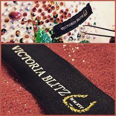 Etichetta Tessuta VICTORIA BLITZ nostra produzione! #essedue #esseduemoda #ourproduction #victoriablitz #ballo #moda #fashion #madeinitaly #particolari #label  #passion #quality #atelier