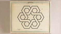 シンプルなのに複雑、それが幾何学模様。幾何学...、図形や空間の性質について研究する数学の分野の1つ。1896年、学生はその基本原理を学ぶの...