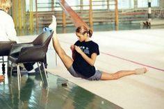 gymnast doing an insane over split!!!!