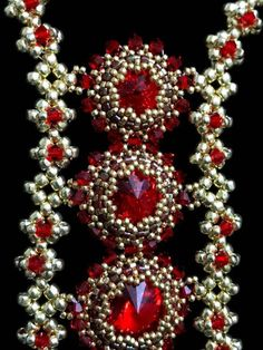 Learn to bezel a variety of sizes of rivolis in one easy tutorial. This is an advanced beginner project and you should know peyote stitch. Feel like a queen when you wear this festive jewelry. The techniques used are RAW and Netting. This pattern is suitable for intermediate beaders