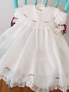 Super embroidery baby clothes christening gowns Ideas - Everything For Babies Vintage Baby Dresses, Smocked Baby Dresses, Little Girl Dresses, Flower Girl Dresses, Baby Girl Dress Patterns, Skirt Patterns, Coat Patterns, Sewing Patterns, Blouse Patterns