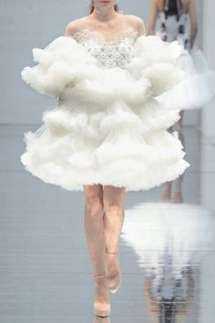 haute couture fashion – Gardening Tips Crazy Dresses, Pretty Dresses, Beautiful Dresses, Ropa Shabby Chic, Mode Outfits, Looks Cool, Mode Inspiration, Tulle Dress, Costume Design