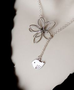 Silver Necklace Bird and Flower Lariat Necklace. could see Girl's Day or JQT, etc. wearing this :) Funky Jewelry, Girls Jewelry, Bridal Jewelry, Jewelry Crafts, Beaded Jewelry, Lariat Necklace, Silver Pendant Necklace, Necklace Charm, Body Jewellery