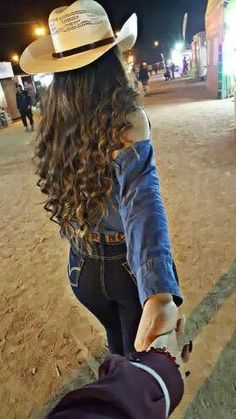 Country couples, country girls outfits, cute couples goals, couple goals, r Cute Cowgirl Outfits, Country Style Outfits, Rodeo Outfits, Western Outfits, Cute Outfits, Pretty Outfits, Cowboy Girl, Sexy Cowgirl, Western Girl