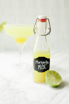 Just add tequila! This Homemade Margarita Mix uses all natural ingredients to make whipping up your favorite cocktail a breeze! Tequila Mixed Drinks, Mixed Drinks Alcohol, Drinks Alcohol Recipes, Cocktail Recipes, Drink Recipes, Cocktail Drinks, Homemade Margarita Mix, Homemade Margaritas, How To Make Margaritas