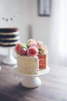 rosa limetårta med cream cheesefrosting och kokos | linda lomelino | amelia bloggar