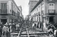 (Foto: Acervo Fundação Energia e Saneamento) - Trilhos de bonde no cruzamento das ruas Direita e São Bento, em 1902