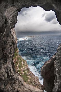 Una ventana abierta al mar ~ Open window (Costa norte de Menorca)