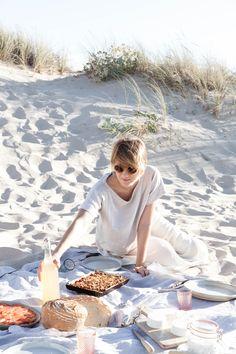 by Sanda Vuckovic Beach Picnic Foods, Summer Picnic, Picnic Dinner, Picnic Set, Carne Asada, Picnic Photography, Photos Of Michael Jackson, Beach Date, Date Night Makeup