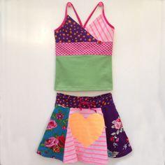 Kleurrijk handgemaakt tricot hemdje en wijd rokje maat door dressme