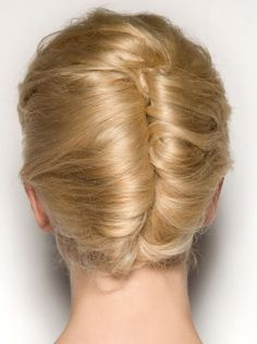 HOW TO STYLE FRENCH TWIST EASY HAIRSTYLE FOR LONG HAIR First, take all the hair from the top and section it off. You can use hairgrip to help you hold your sectioned hair in place. Sectioning off the hair from the top will help you to use the remaining hair to form a French twist....