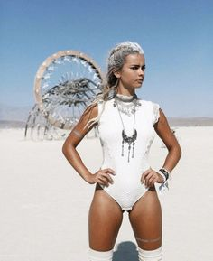 Cute but strong look by Elisa Becker on a #BurningMan fest #silverjewelry #necklace #whitehairs #girlinwhite