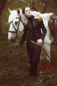 Ella + caballo blanco = Elegante