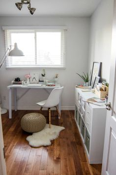 jysk-rosecitystyleguide-office-decor-desk-lamp-chair-style