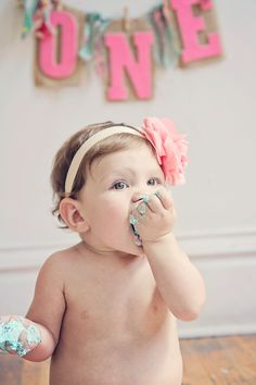 """Seems like these photographers have discovered my weakness for chubby babies! We've got another cutie doozy for you today. Professional photographer Lizdecided to document her own little munchkin Haley's milestone first birthday with this gorgeously styled """"cake smash"""". There's a cake, a camera, and an adorable baby… what else could you ask for?! Enjoy this …"""