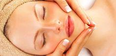 Quem tem a pele oleosa, em geral sofrem com esse problema, ele é causado pela produção em excesso de sebo pelas glândulas sebáceas que apesar de causar