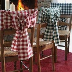 Humm... estas mini capas pedem uma pizza não acham? #Chairclothes #Chair #cadeiras #cadeiraslindas #Capas #capadecadeira #mini #xadrez #decoraçãoétododia #decoraçãodeinteriores #designdeinteriores #designdecor #luxo #luxoacessivel #pizza #quintaanoite #personalize #vemqueagentefaz #lindo #laços #sofisticado #estilo #mesadejantar #mesalindasempre
