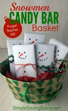 This Snowmen Candy Bar Basket is one of my favorite Frugal Teacher Gifts. This is a gift any teacher would enjoy. The older kids can make it by themselves. T Candy bar basket Christmas Gift You Can Make, Teacher Christmas Gifts, Christmas Crafts For Kids, Simple Christmas, Holiday Crafts, Christmas Decor, Diy Xmas Gifts For Coworkers, Handmade Christmas, Easy Teacher Gifts