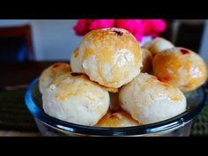 ขนมเปี๊ยะเล็ก สูตรแป้งนุ่มและบาง Small half moon cake Ingredients 9 salt eggs yoke 1 egg 300 g sugar 1 cup coconut milk 1 tsp salt (For out side dough) cake flour 400 g vegetable oil 1 cup corn syrup 2 tbsp sugar 100 g water 4 tbsp (For in side dough) cake flour 200 g vegetable oil 1/2 cup