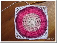How to crochet a circle square Crochet Square Blanket, Afghan Crochet Patterns, Crochet Squares, Crochet Granny, Crochet Stitches, Crocheted Afghans, Crochet Blankets, Granny Squares, Learn To Crochet