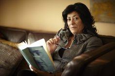 Al mal tiempo buena cara   Los besos en el pan, de la escritora Almudena Grandes, es una novela coral sobre la crisis económica española y sus repercusiones en la vida diaria que apela a la memoria y se compromete con el optimismo