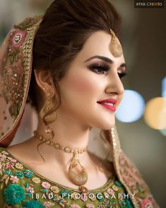 Makeup Artist in Delhi: Bridal Makeup Tutorial Step by Step Guide Bridal Makeup Looks, Bride Makeup, Bridal Beauty, Bridal Looks, Pakistani Bridal Makeup Hairstyles, Bride Hairstyles, Indian Wedding Makeup, Indian Wedding Bride, Bridal Makeover