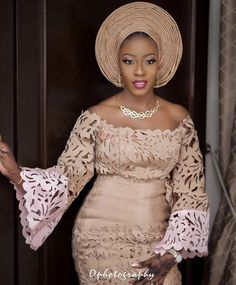 nigerianische hochzeit Womens Style Discover African Traditional Wedding Attire Yoruba Wedding Attire Aso Oke Wedding Outfit Wedding Outfits for Couples African Traditional Wedd Nigerian Wedding Dresses Traditional, Traditional Wedding Attire, African Traditional Dresses, African Lace Styles, African Lace Dresses, Latest African Fashion Dresses, Nigerian Lace Dress, Nigerian Dress Styles, Nigerian Bride