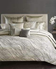Abstract elegance. The Modern Pulse duvet cover captures the essence of Donna…