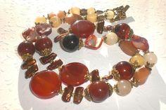 Eine wunderschöne naturfarbige Edelsteinkette mit vielen wertvollen Edel- und Heilsteinen gearbeitet!  Noch heute bemalen afrikanische Frauen Ihr...