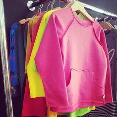 Jesień już niedługo, a u nas ogromny wybór bluzek z długim rękawem w przeróżnych kolorach :) ♥ Serdecznie zapraszamy ! #malystyl #longsleeve #bluza #bluzka #modnedzieci #modnedzieci #kidsstore...